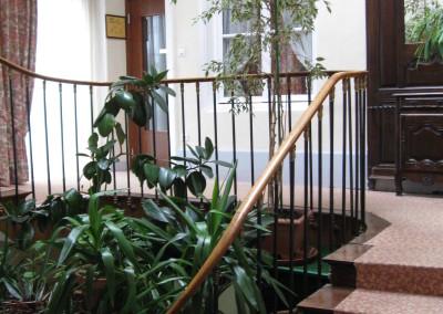 montée d'éscalier centale de l'hôtel 002