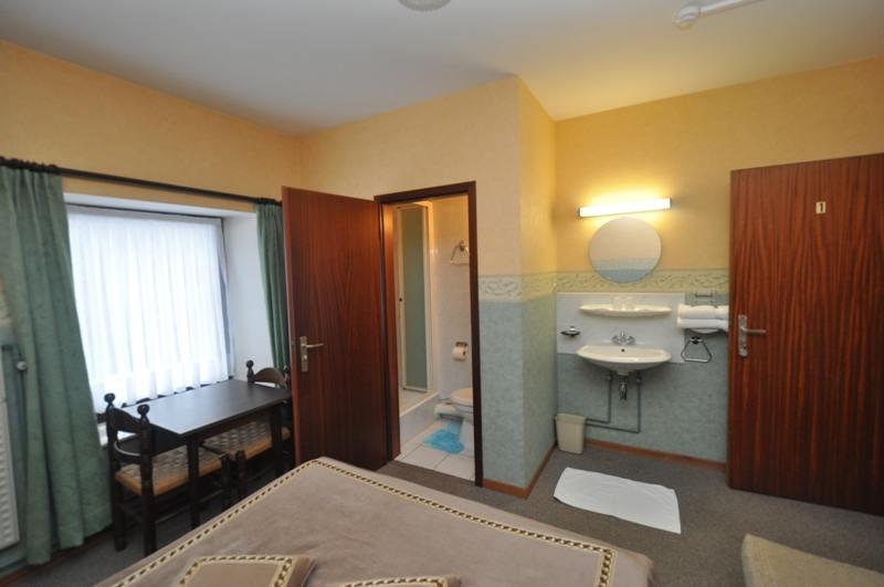 location-vacances-hotel-auberge-vaux-sur-sure-104743-5